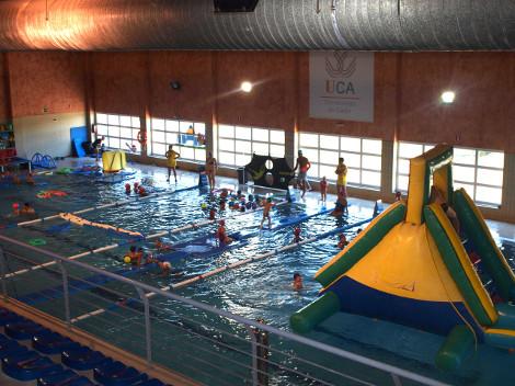 La piscina del Complejo Deportivo UCA acogió las Fiestas Acuáticas para Niños y Mayores