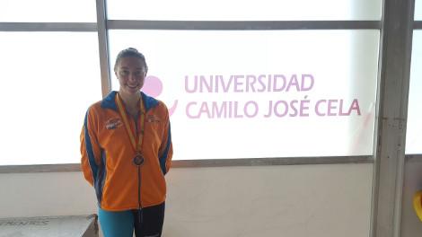 La alumna Paloma De Bordons (F. CC. Educación) gana tres medallas en el CEU de Natación