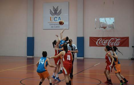 Los equipos UCA de baloncesto femenino y masculino, clasificados para el CAU
