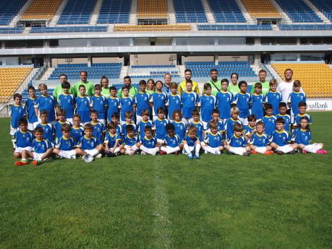 Los participantes en el IV Campus de Futbol UCA visitan el estadio Ramon de Carranza