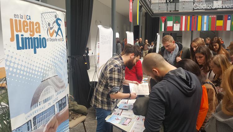 El Área de Deportes colabora con la UCA en la bienvenida a los estudiantes Erasmus
