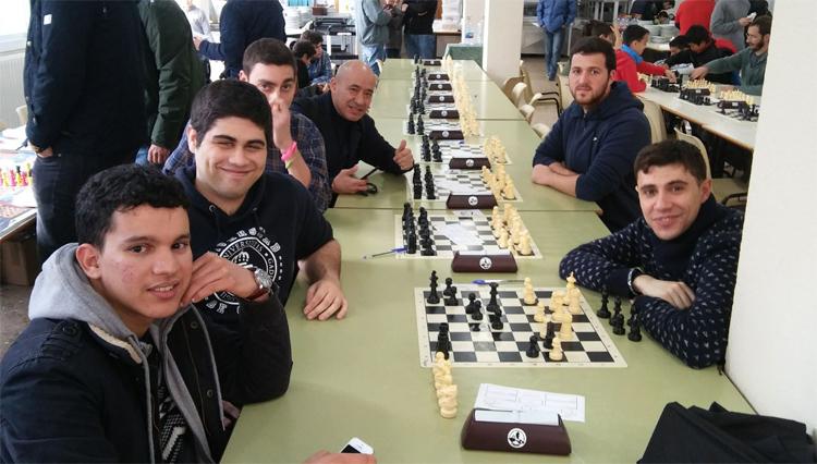 Alumnos de la UCA participan en el XVI Open Internacional de Ajedrez Laude El Altillo School