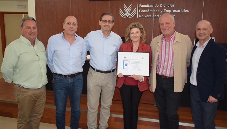 El Área de Deportes UCA recibe la máxima distinción en el modelo estrellas (cinco) al reconocimiento a la gestión y al compromiso social de la Fundación Develop