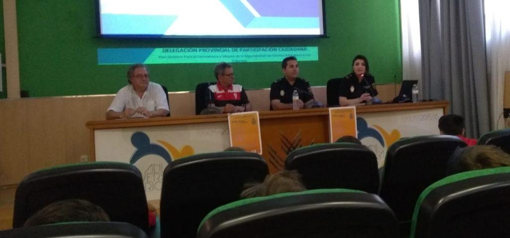 """El Aula de Fútbol organizó con éxito una """"Jornada sobre riesgos y peligros de internet en la infancia y la juventud"""""""