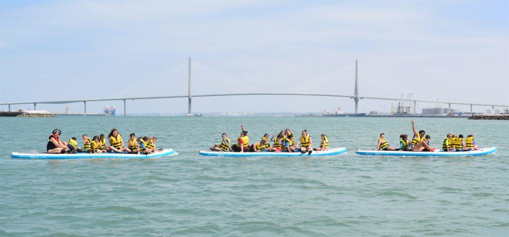 Los participantes en el VII UCAmpus de Verano disfrutan con actividades náuticas en el CN Elcano