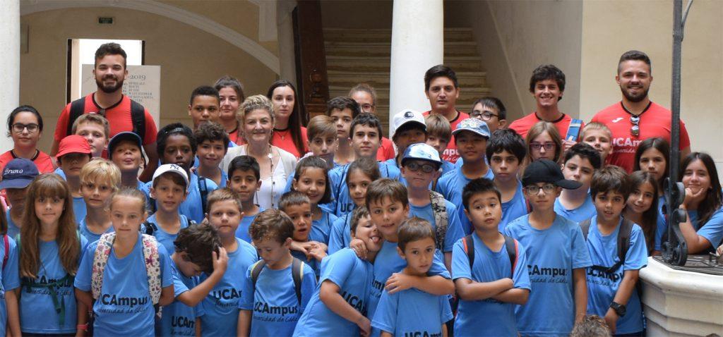Los participantes del VII Campamento infantil visitan el campus de Cádiz