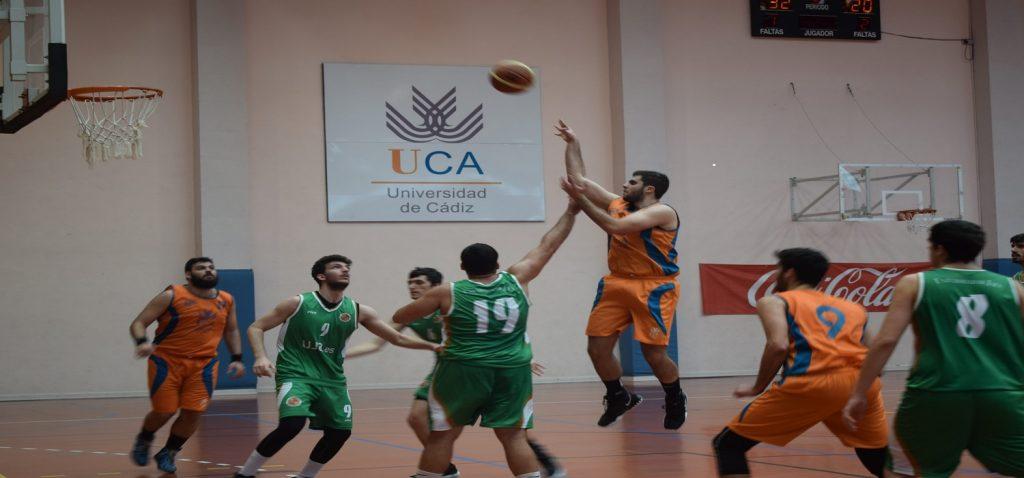 El equipo de Baloncesto Masculino juega la fase final de los Campeonatos de Andalucía Universitarios