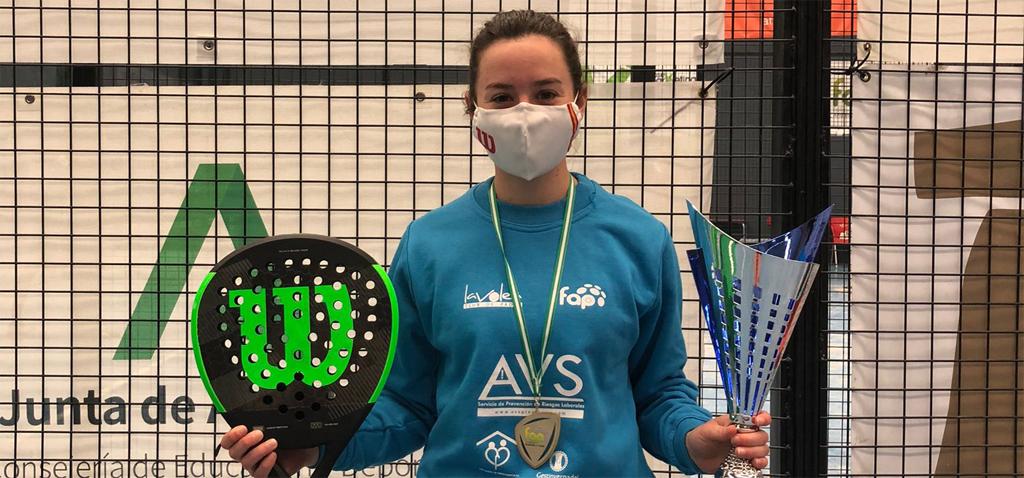 Lucía Pérez Parra, estudiante de la UCA, se proclama Campeona de Andalucía de Equipos Femeninos de Primera Categoría de Pádel